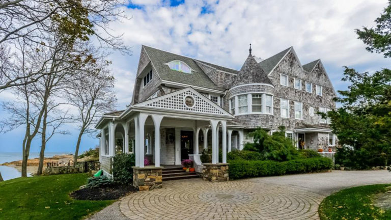 Two beach front massachusetts homes make hgtv 39 s 39 ultimate for Cape cod style houses for sale