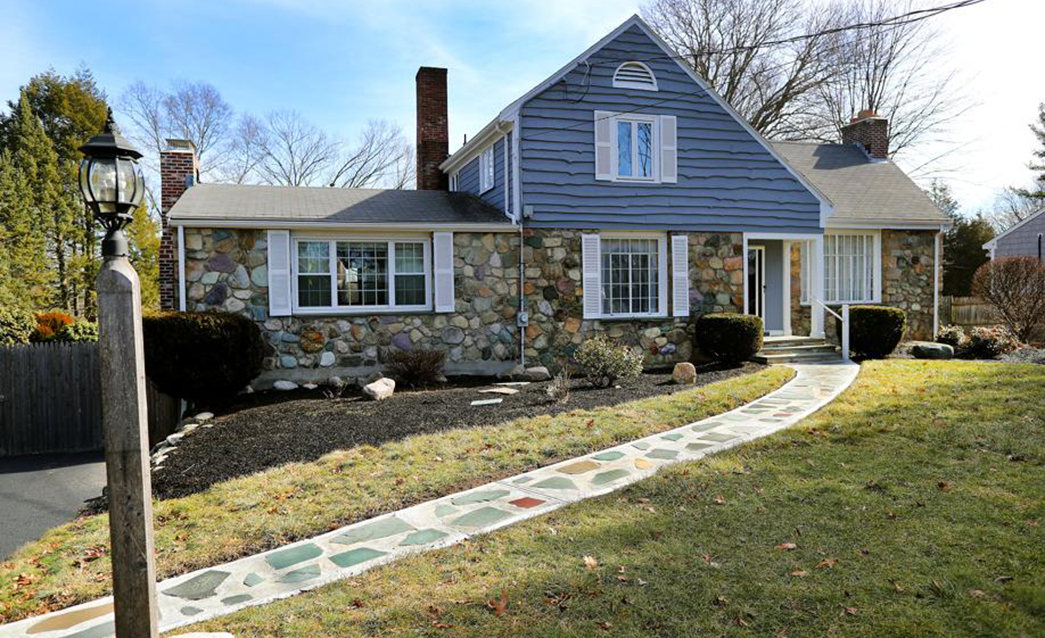 Home of the Week: With four fireplaces, a Norwood Colonial takes housewarming to a new level