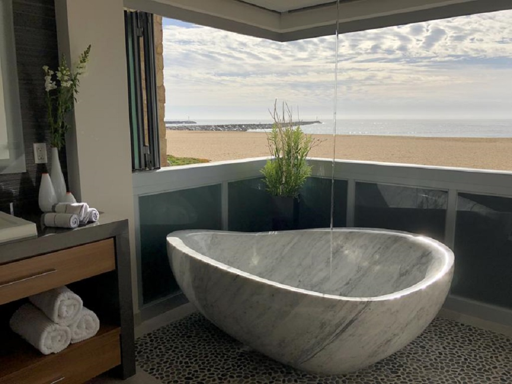 Immerse yourself in the latest design trend: soaker tubs