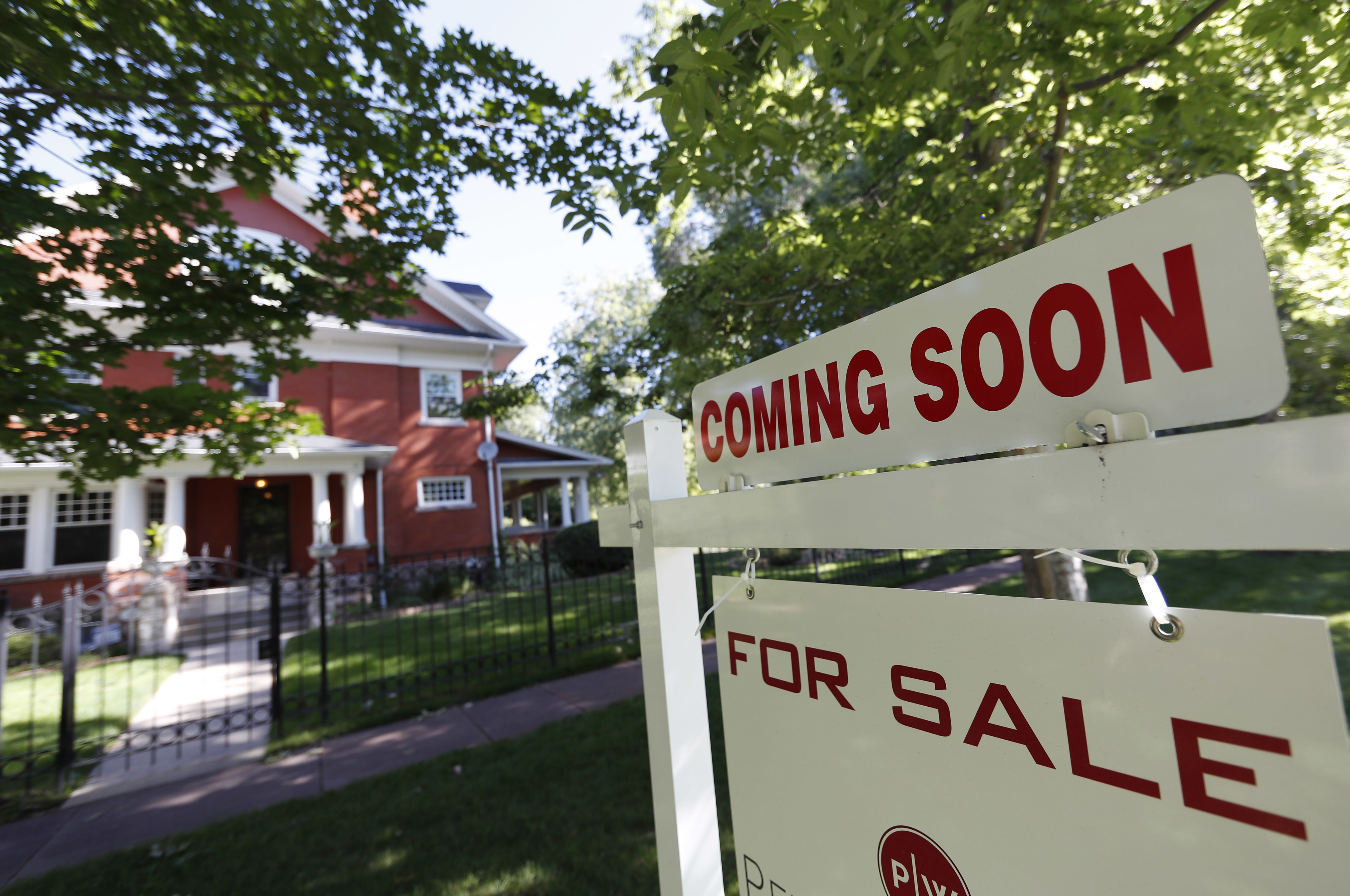 Home sales fall 4.9 percent in slow start to spring buying season