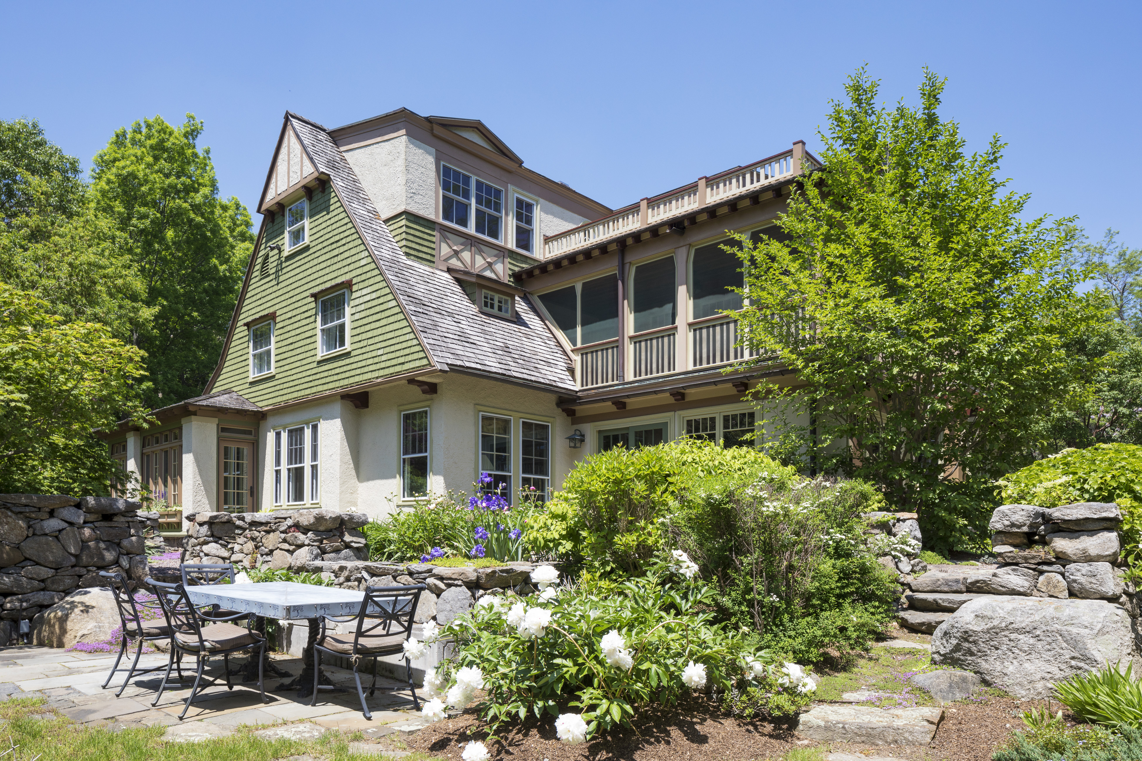 Here's what kind of home about $3 million buys you in the burbs