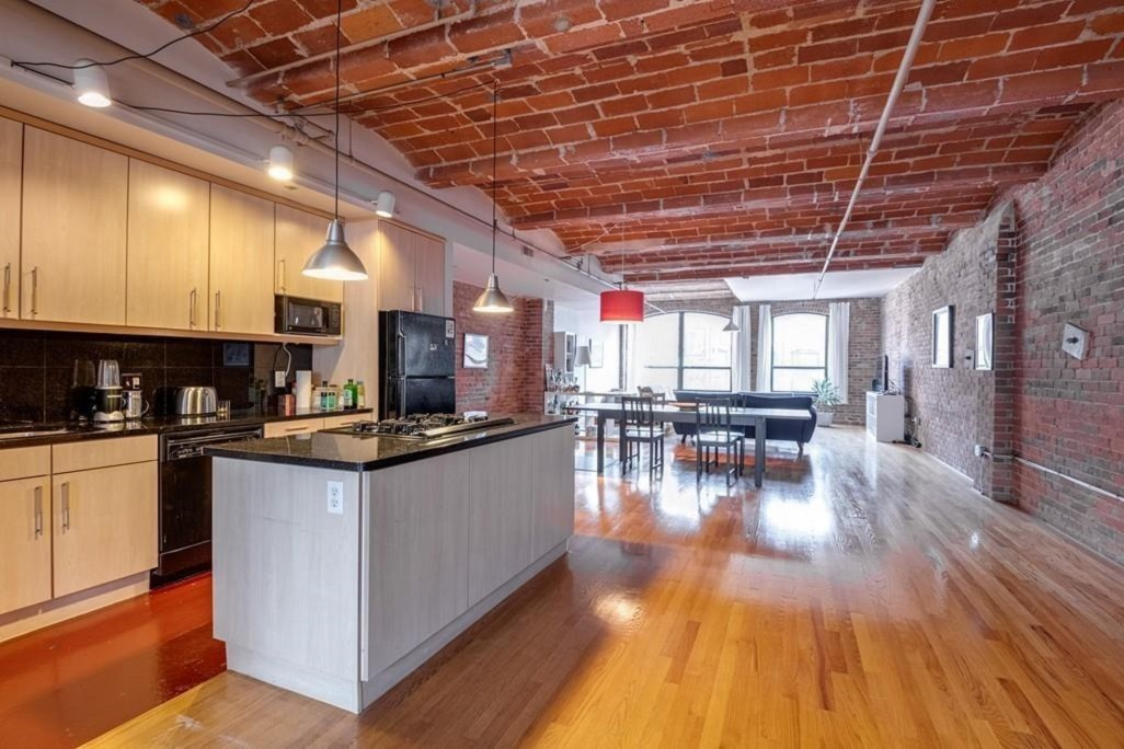 For nearly $1.3 million, a Leather District loft with rolling brick ceilings