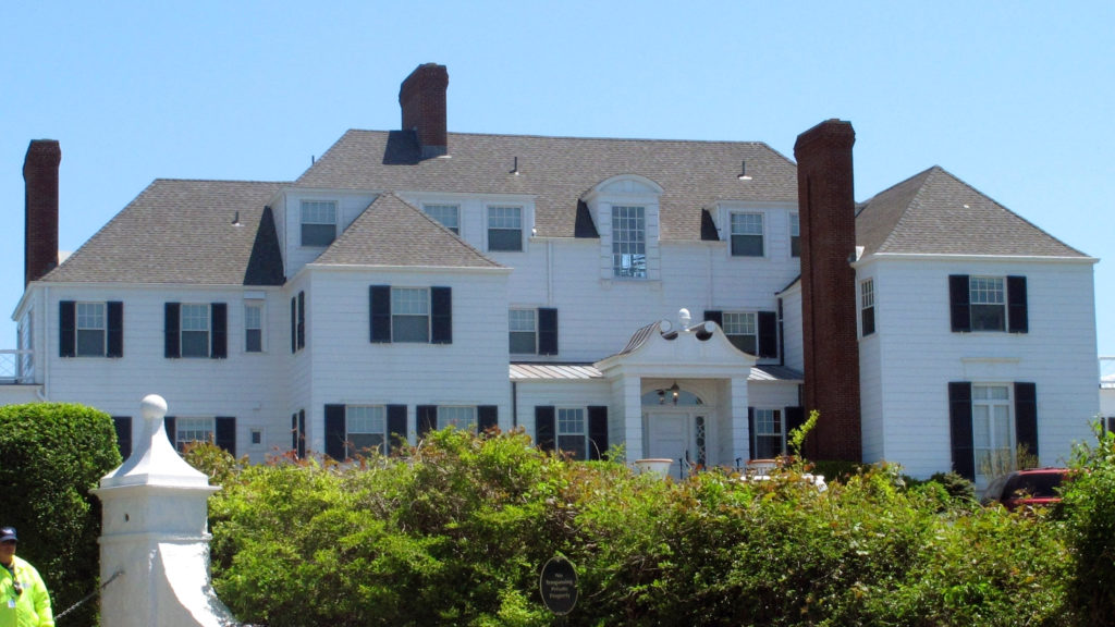 Taylor Swift Sings About Her Rhode Island Beach House And The Wild Antics Of Its Former Owner News Style Boston Com Real Estate